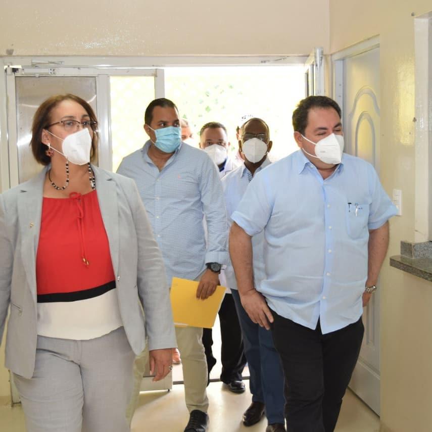 El Director del Hospital Provincial Dr. Rafael J. Mañón recibió la visita del Dr. Mario Lama, Director de Servicio Nacional de Salud.